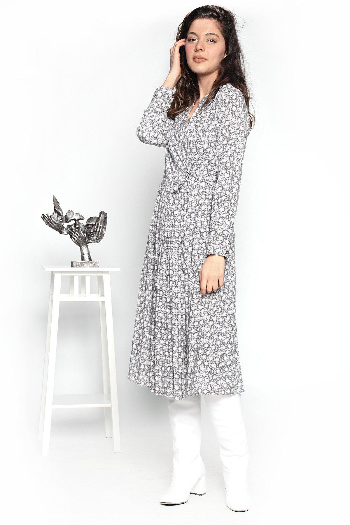 Önden Bağcıklı  Pileli Elbise