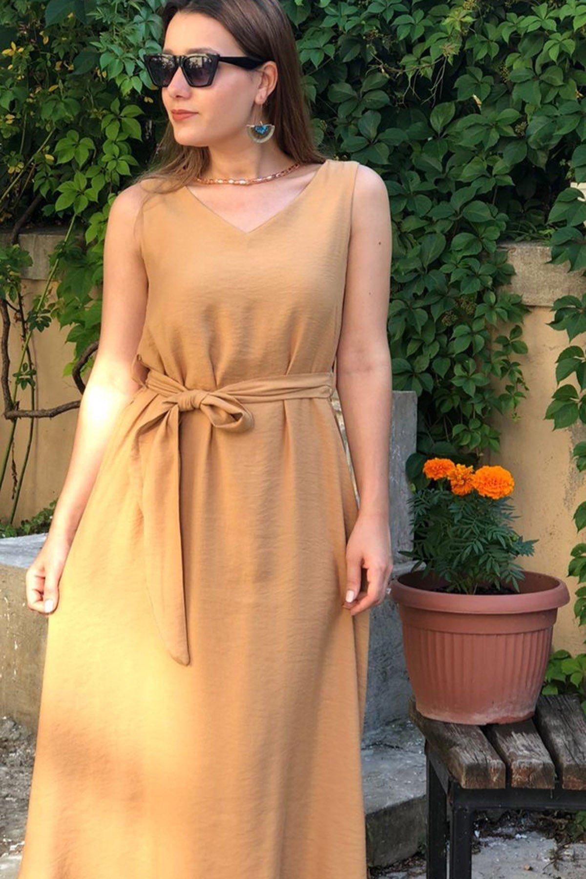 Bel Bağcıklı V Yaka Elbise