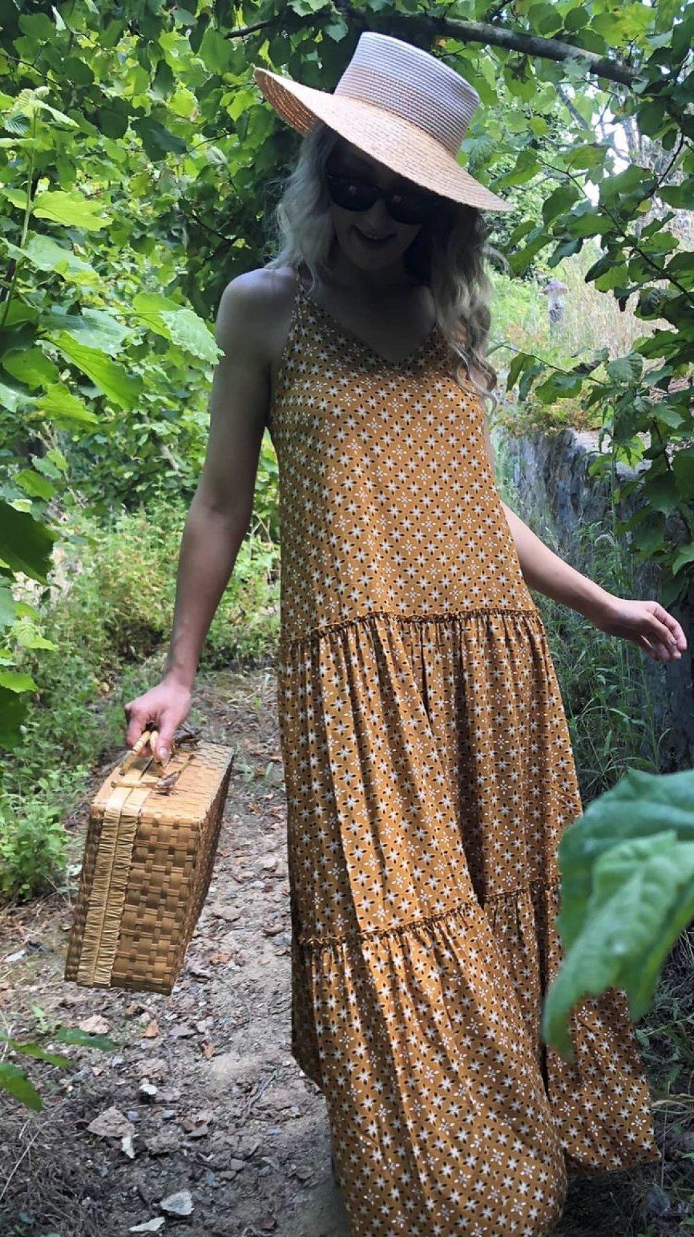 Sırt Çapraz Püskül Detaylı Elbise