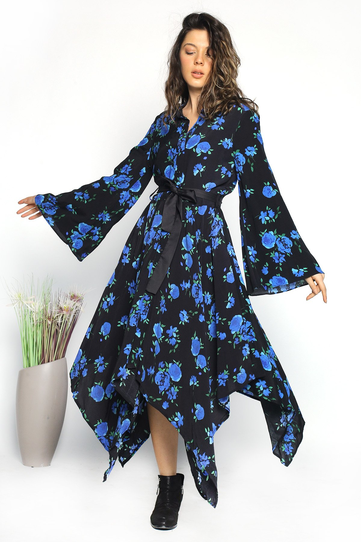 Çiçekli Desenli Bel Kuşaklı  Asimetrik Elbise