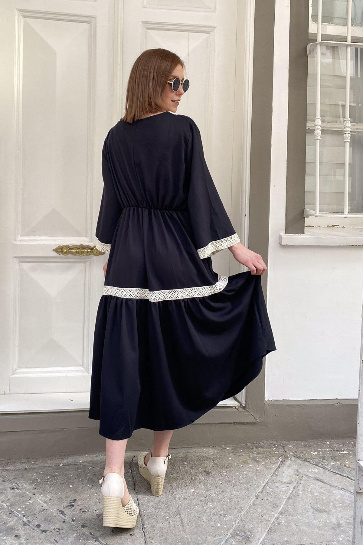 Dantel Detaylı Bel Bağcıklı Elbise