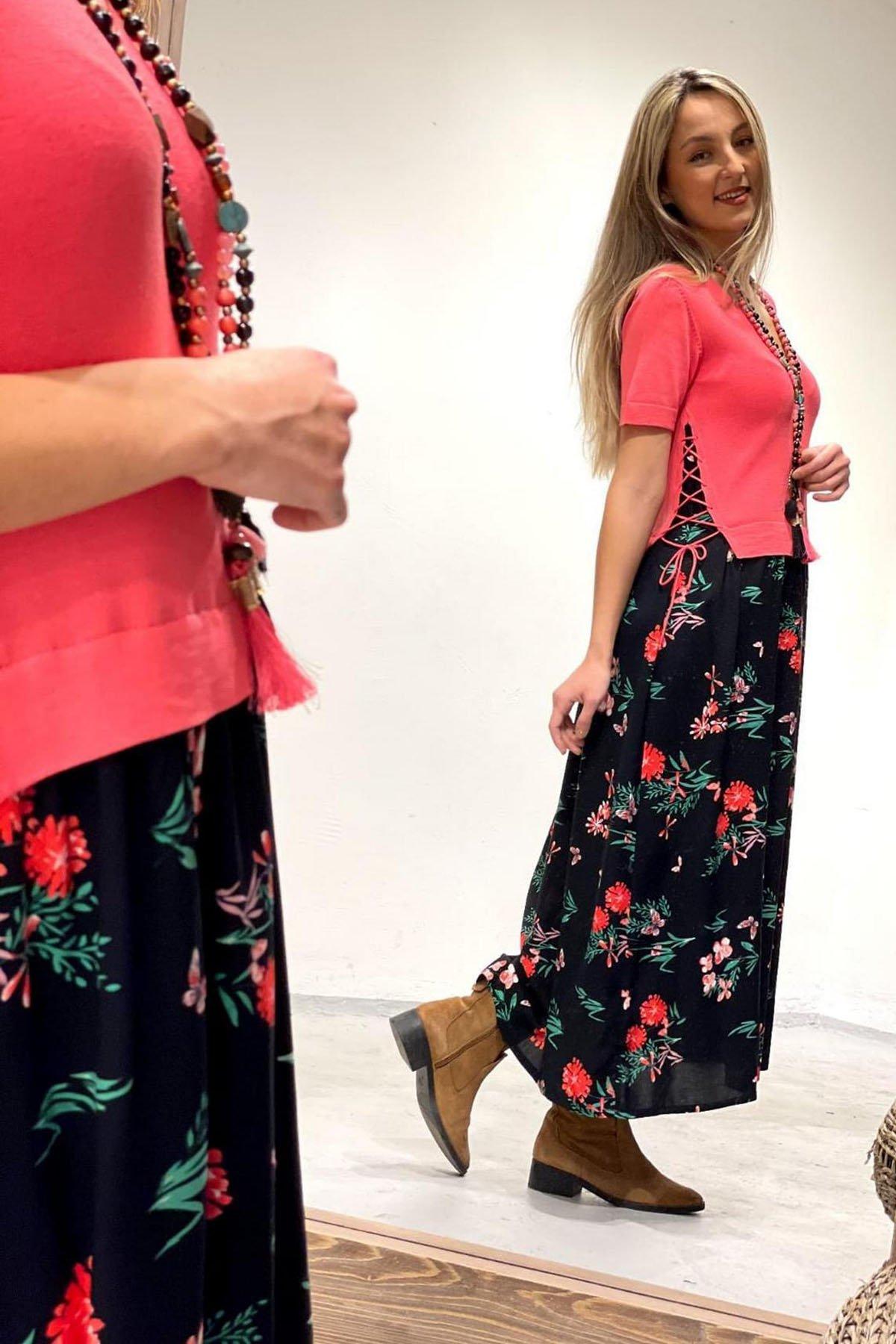 V Yaka Triko Detaylı Elbise