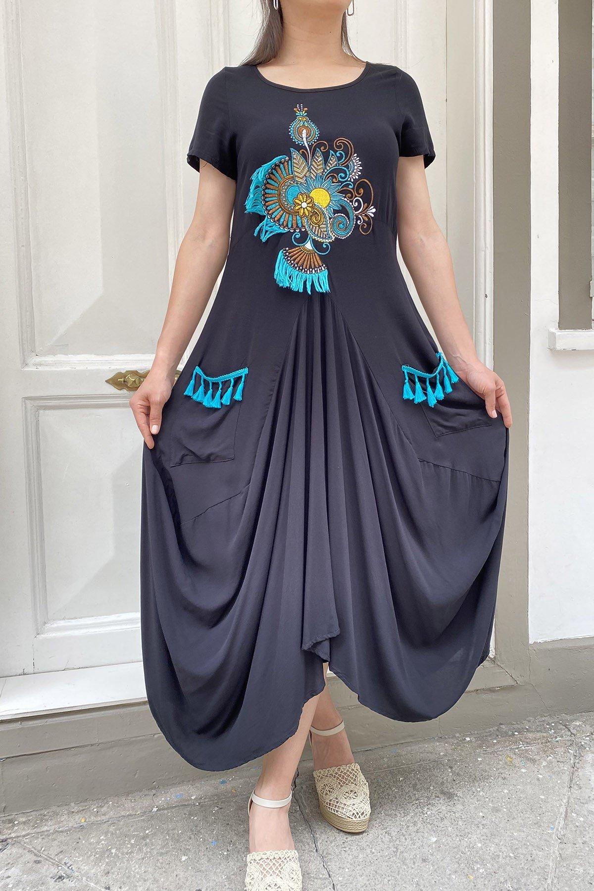 Kısa Kollu Nakışlı Cepli Elbise