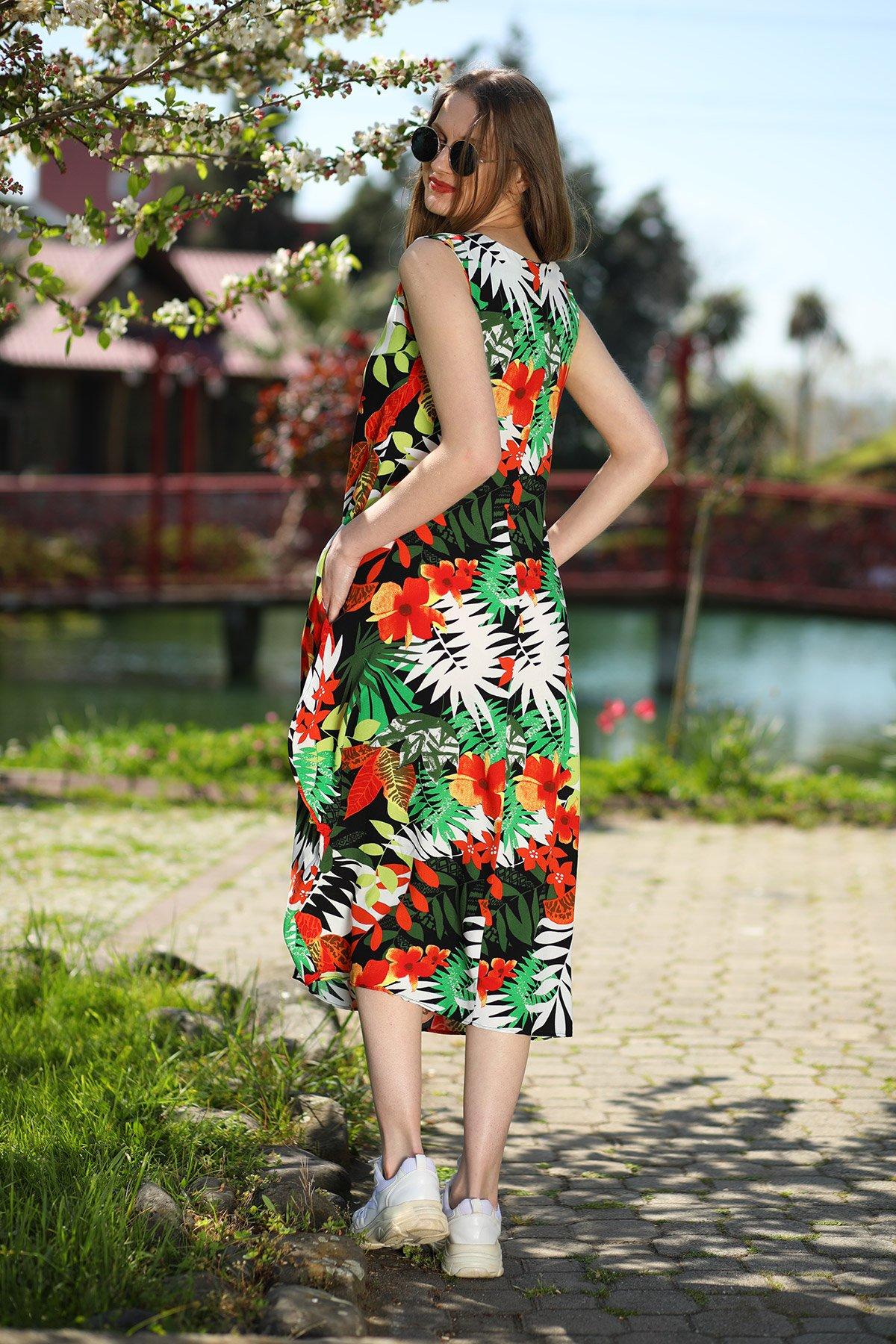 Desenli Püskül Detaylı Elbise