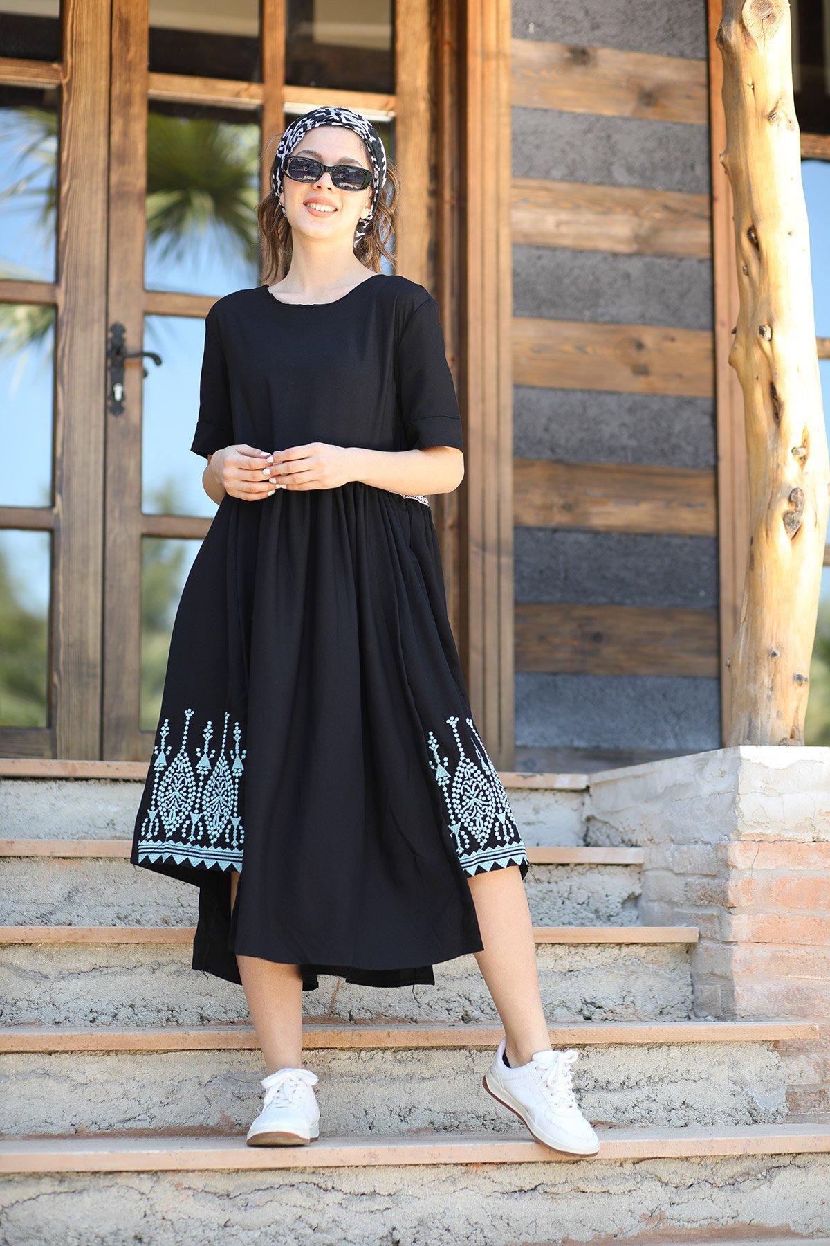 Kısa Kol İşlemeli Elbise