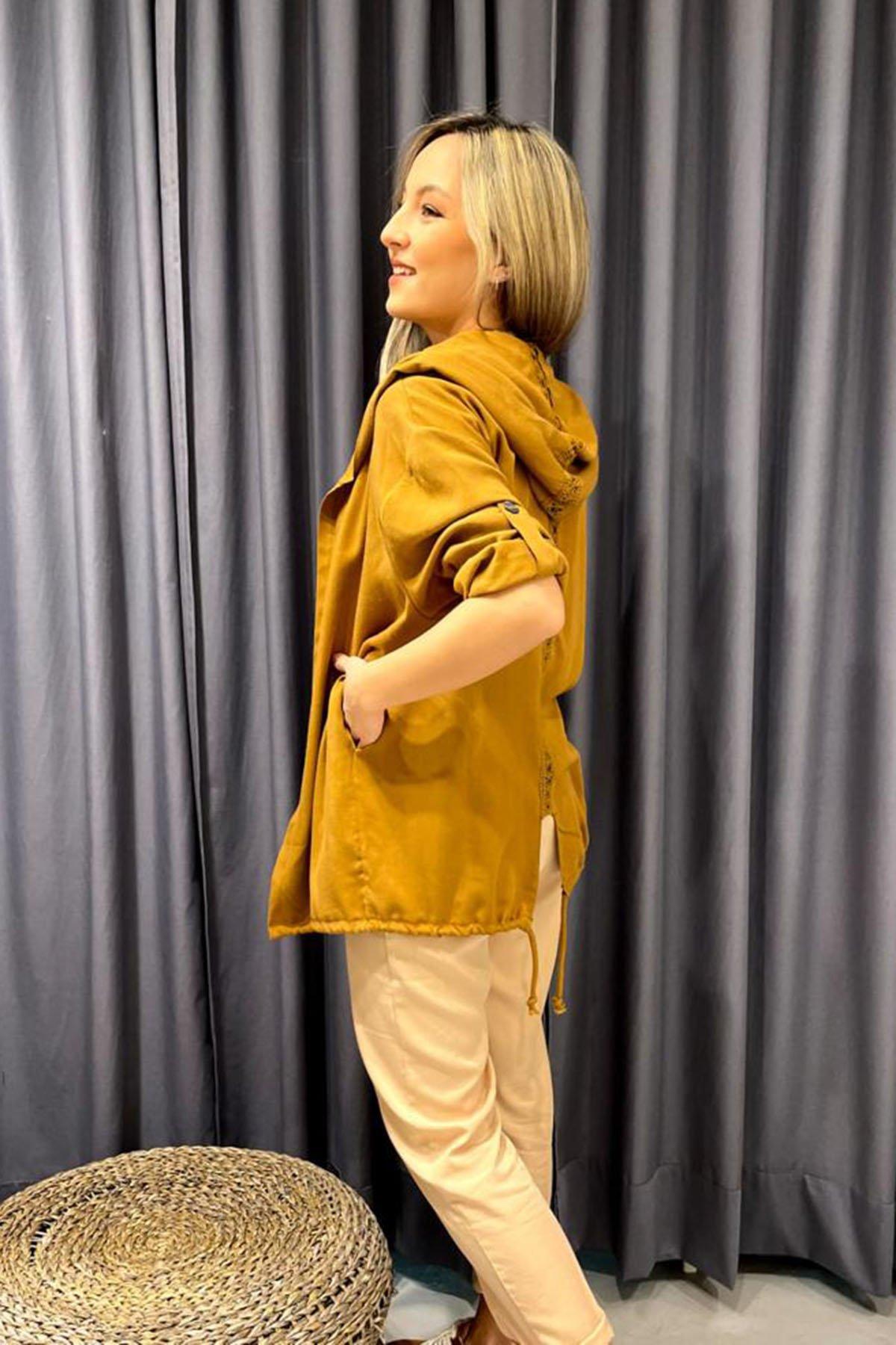 Sırt Detaylı Kapşonlu Ceket