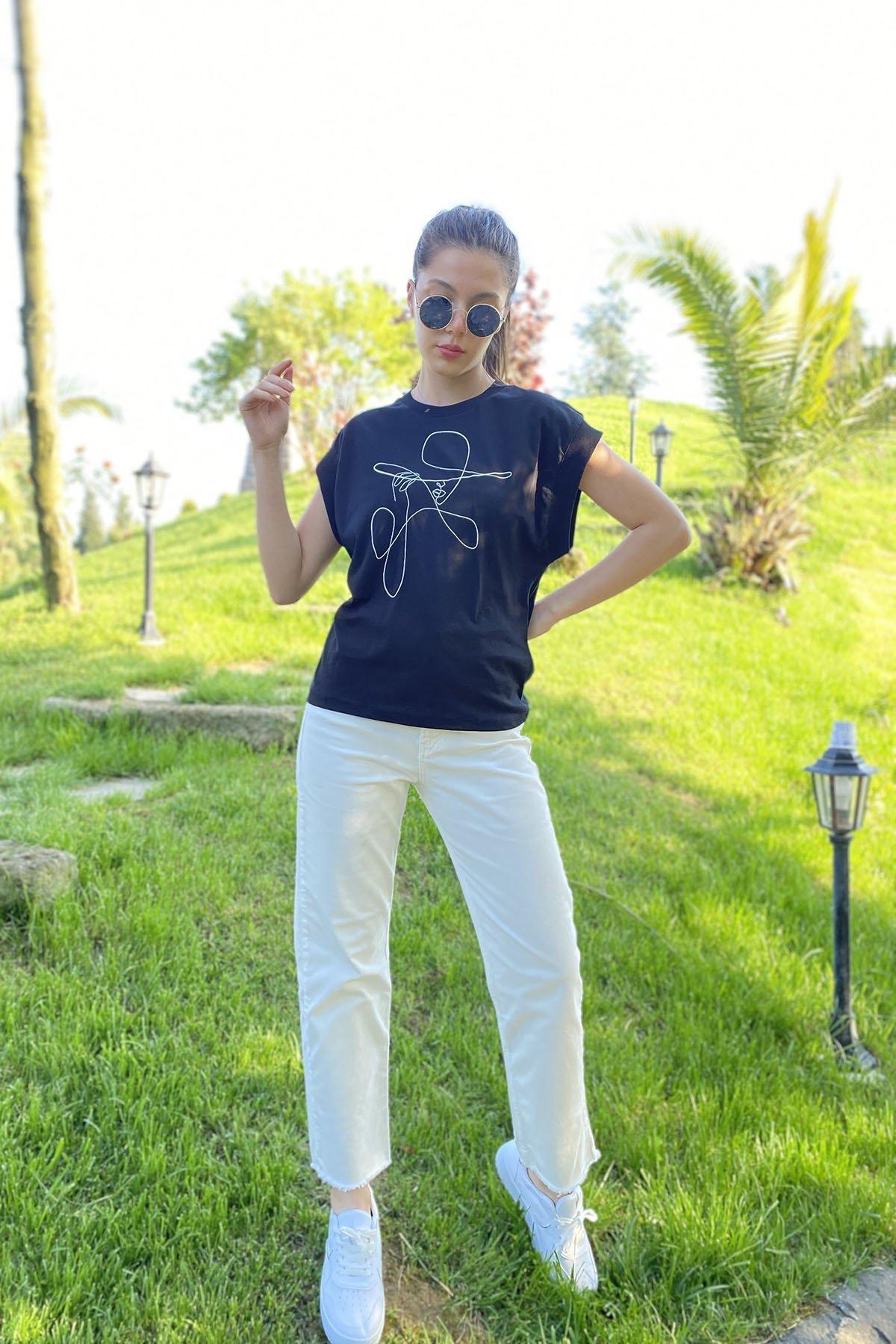 Yaka Kol Lastikli T-shirt