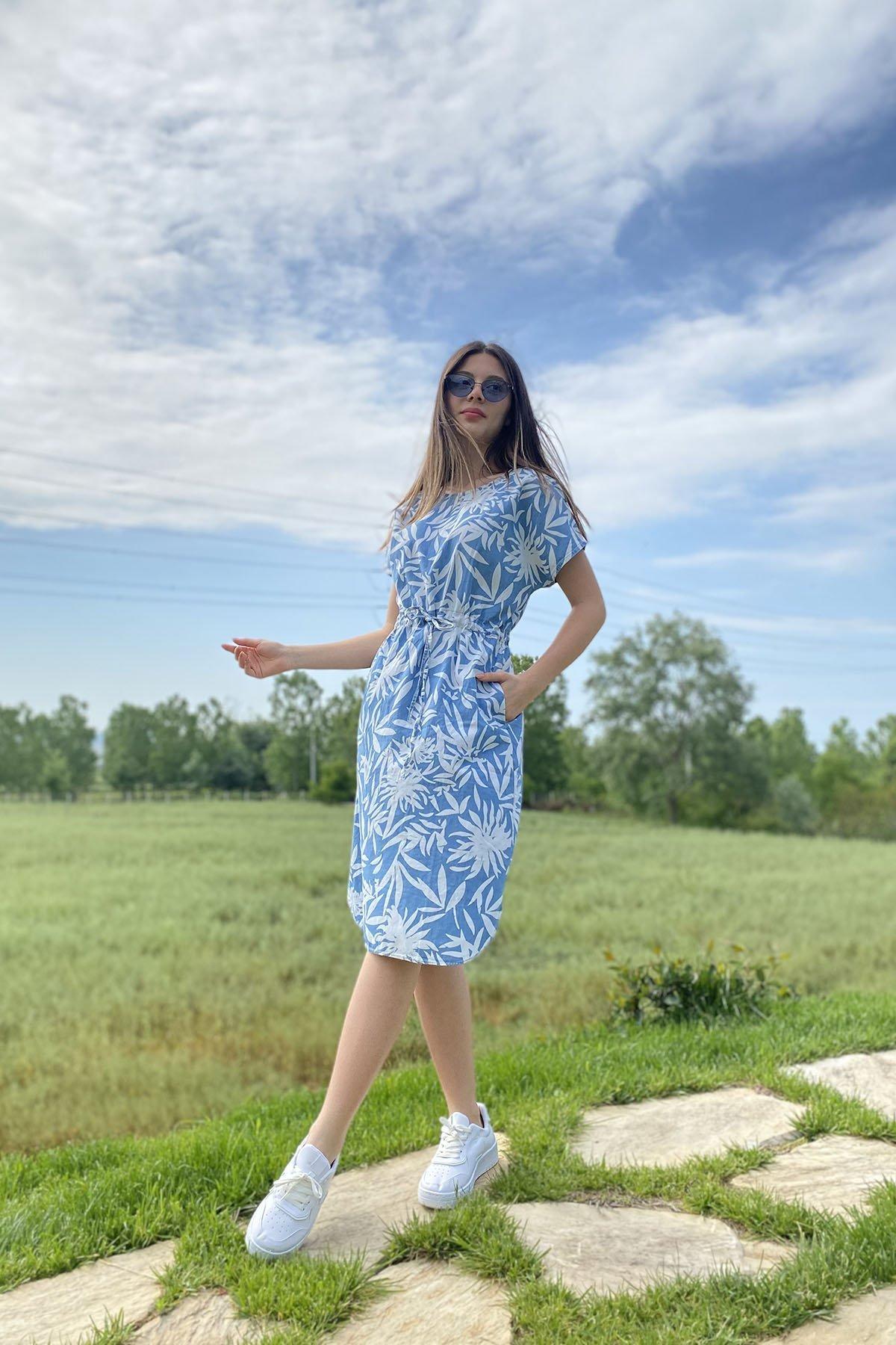 Bel Bağcıklı Desenli Elbise