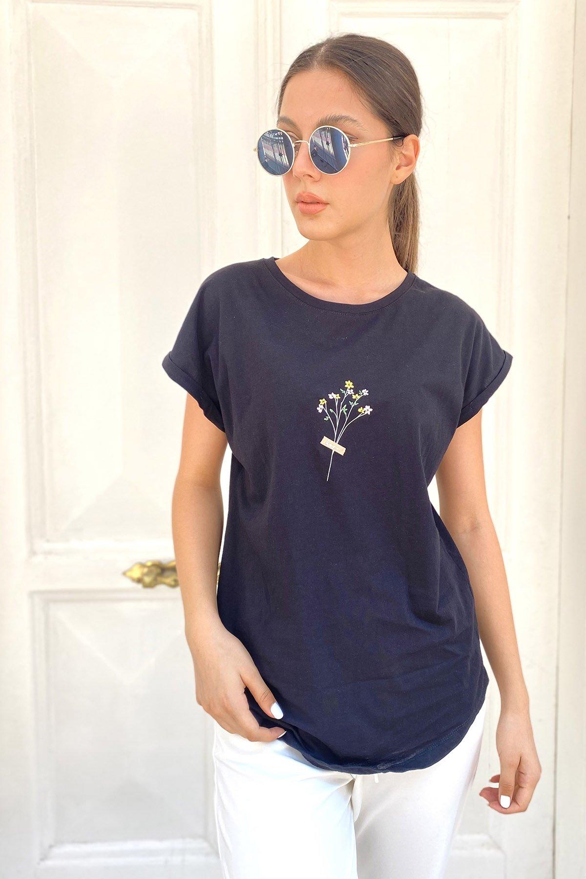 Yaka İşlemeli T-shirt