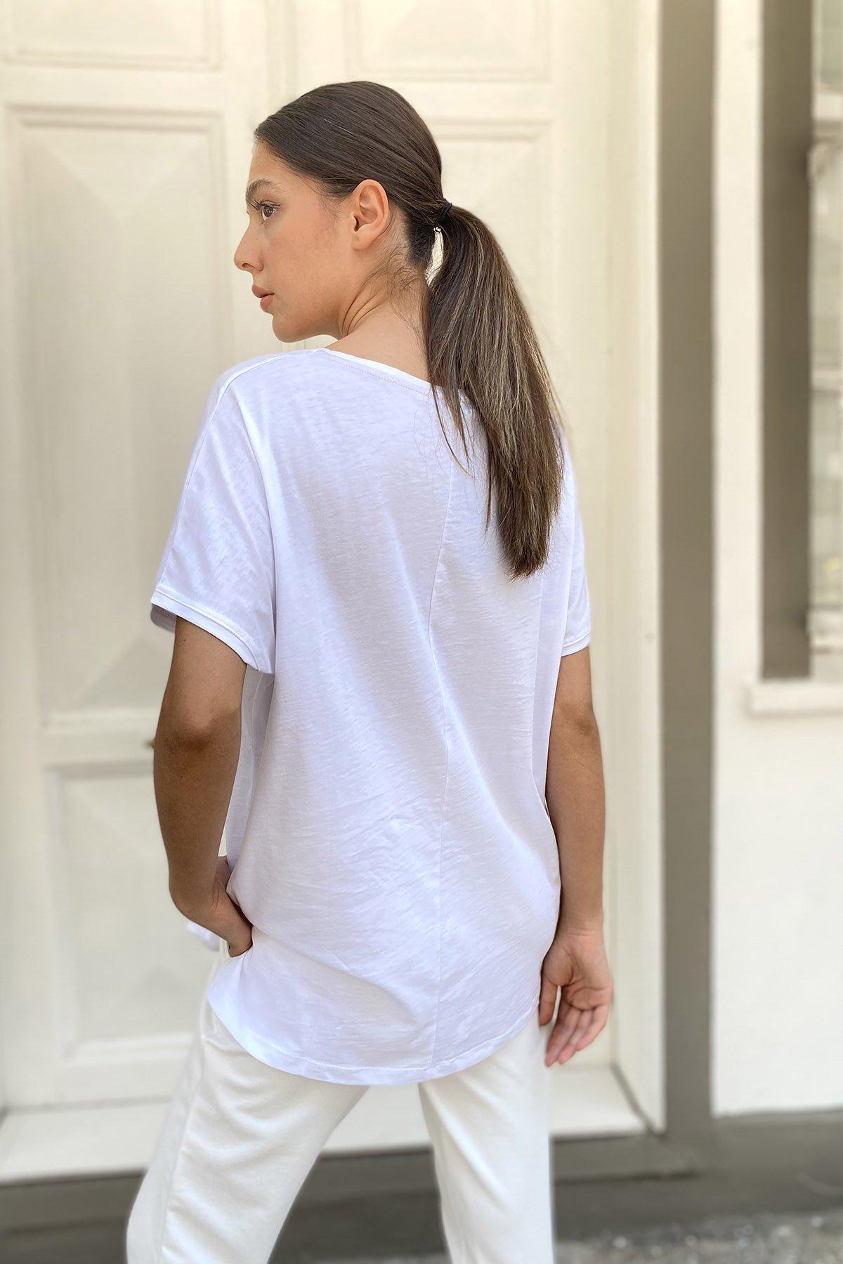 V Yaka Baskılı T-shirt