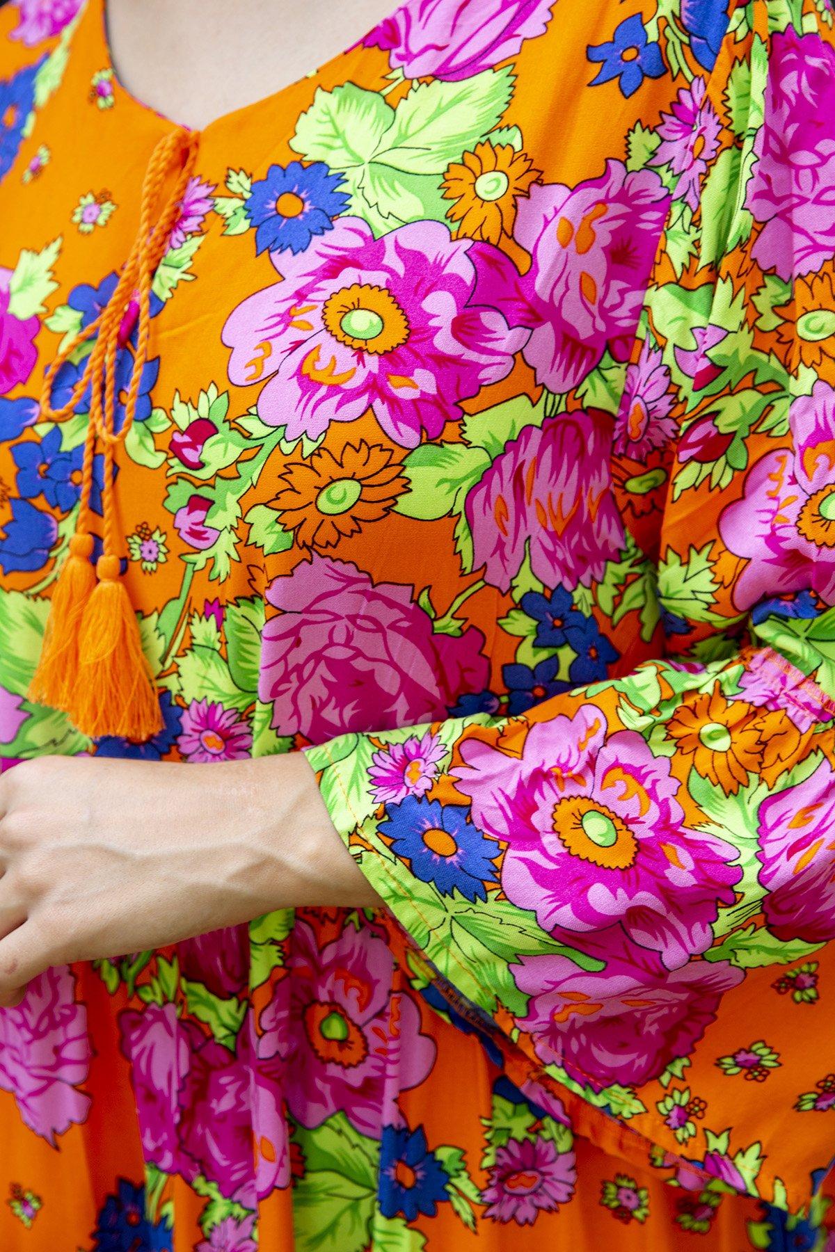 Desenli Yaka Püsküllü Elbise