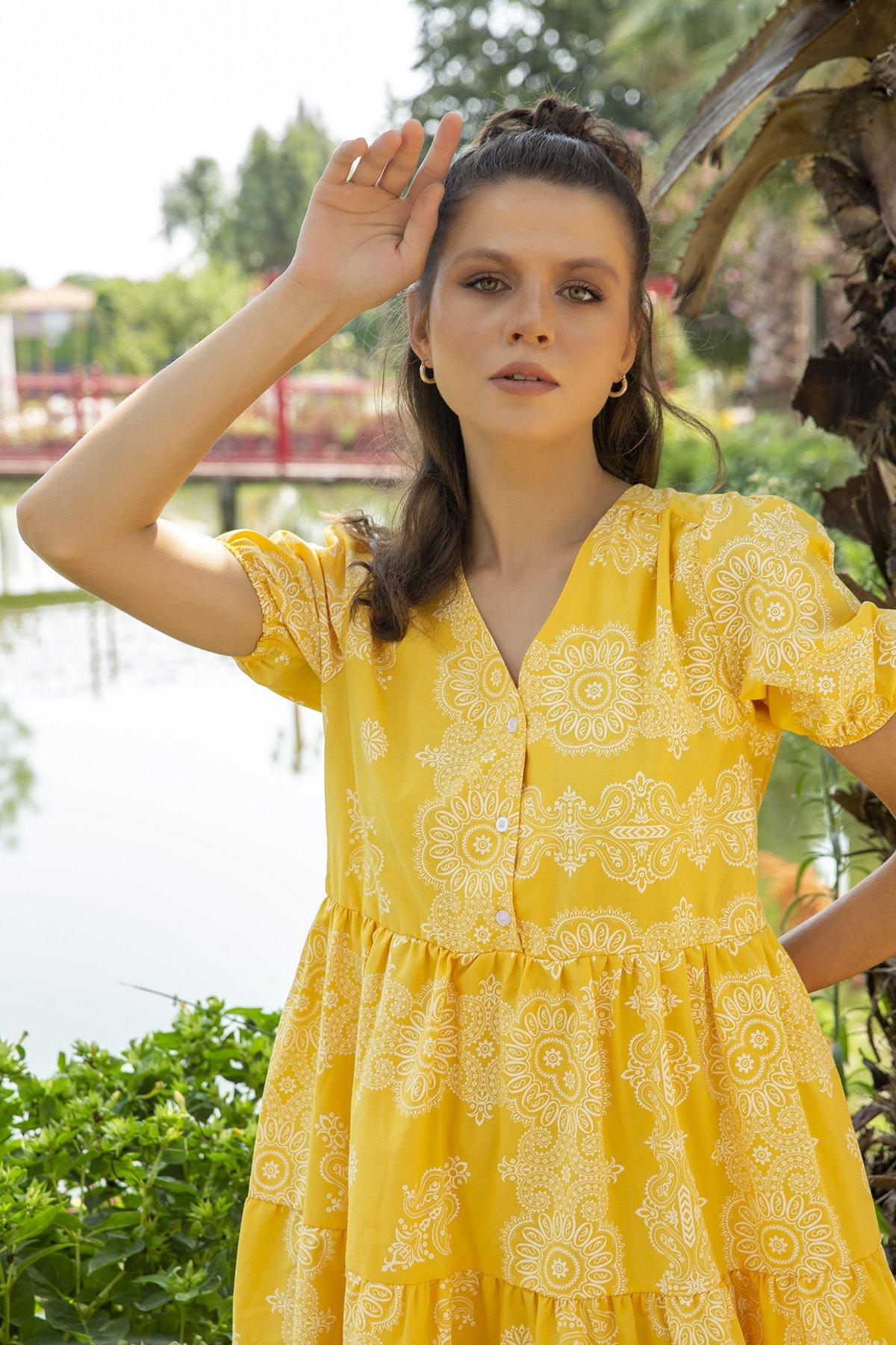 Yaka Düğmeli Kol Lastikli Desenli Elbise