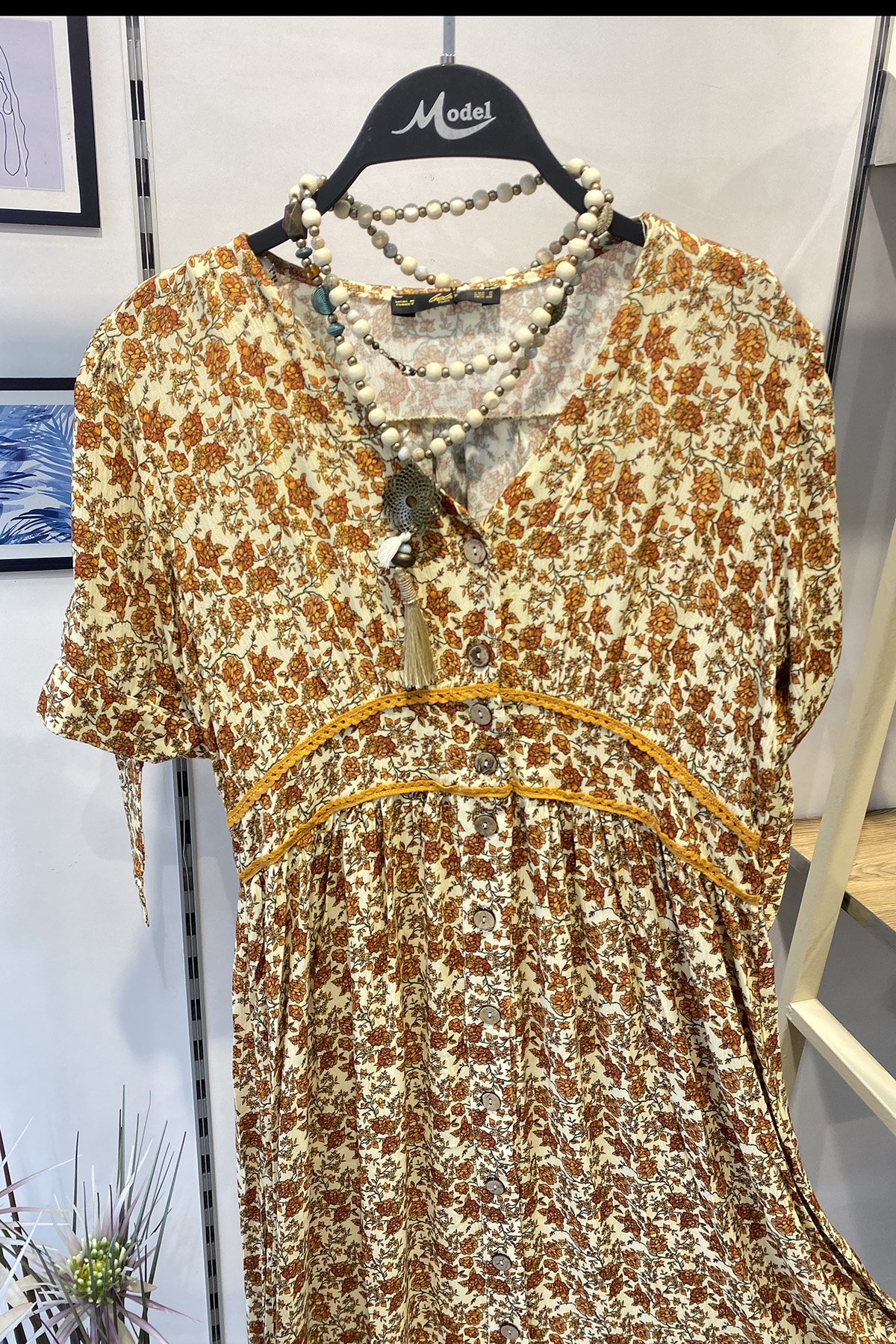 Kısa Kol Desenli Elbise