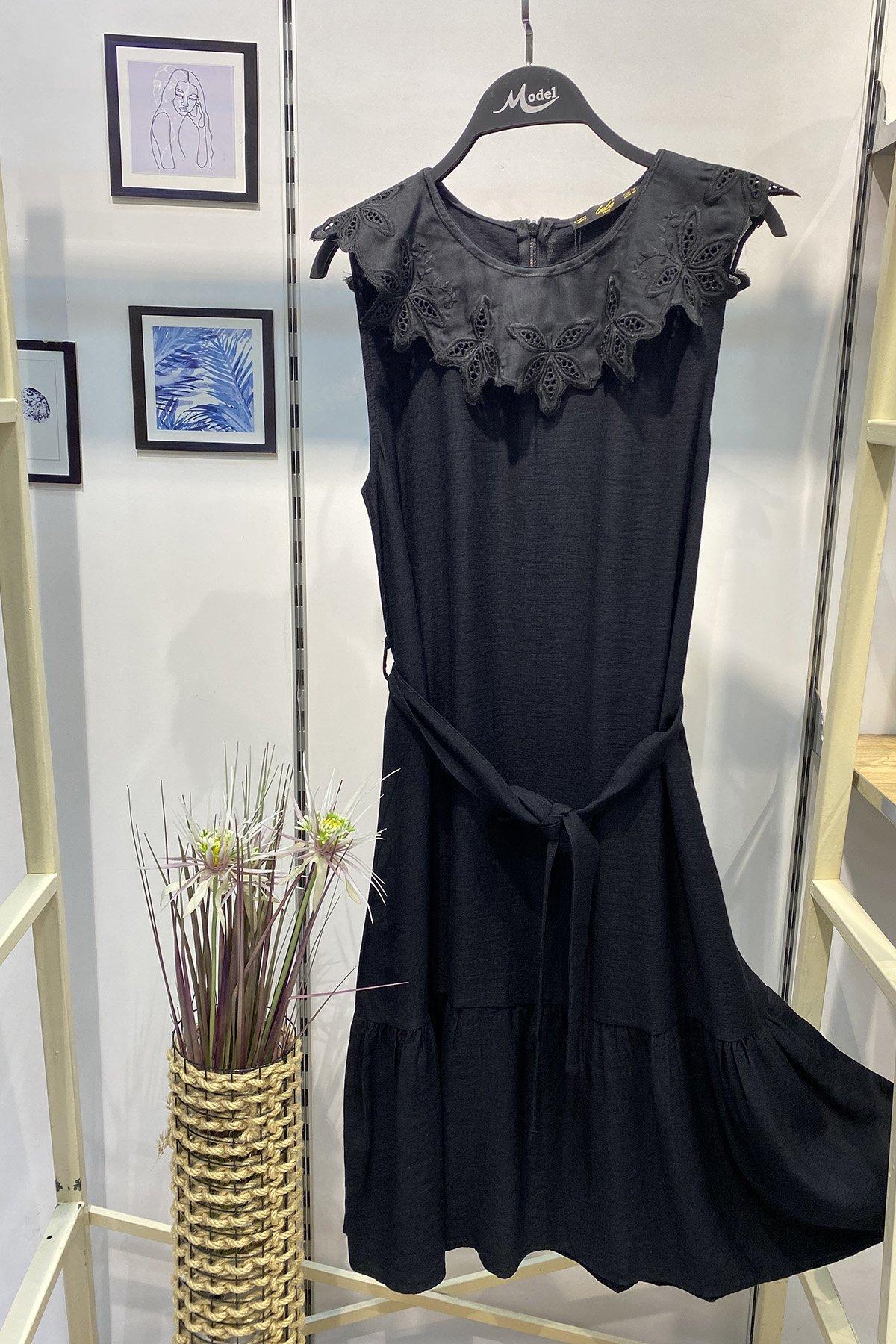 Yaka Detaylı Kuşaklı Elbise