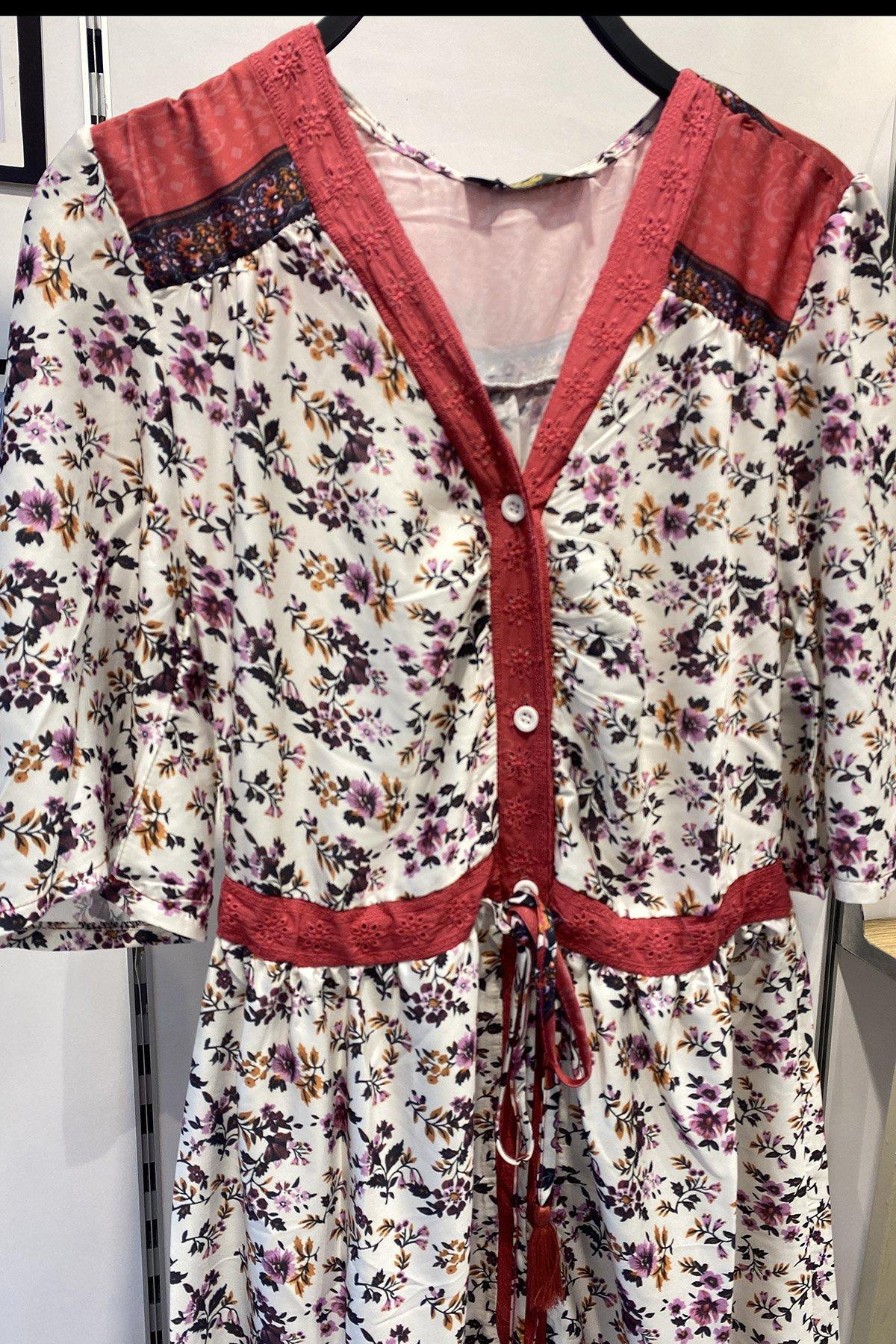 V Yaka Desenli Düğmeli Elbise