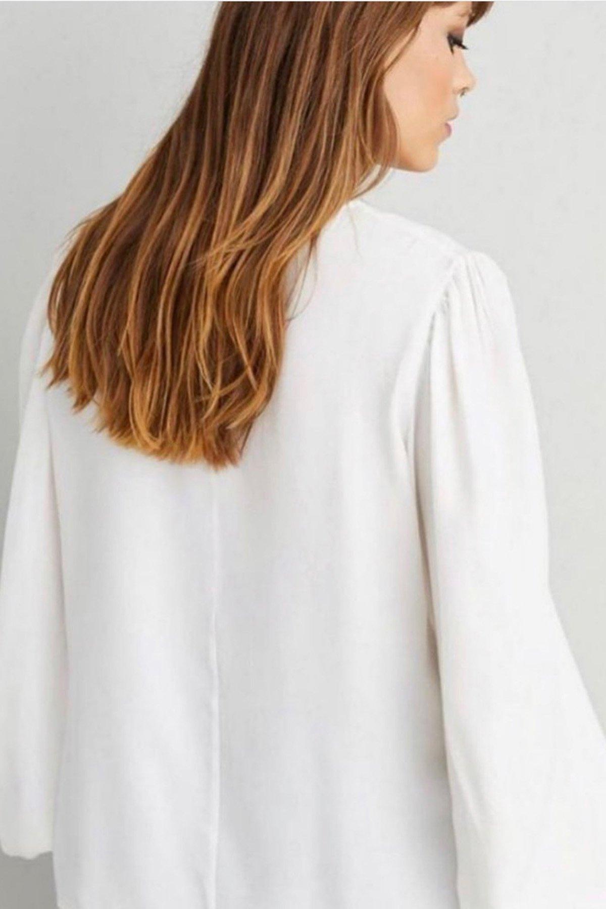 V Yaka Zincir Detaylı Bluz