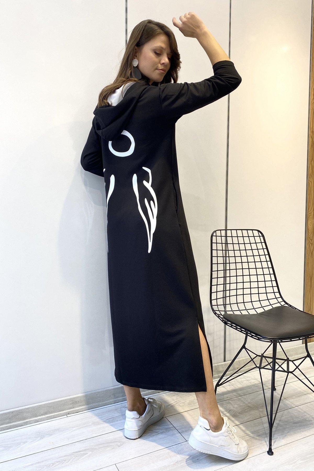 Kapşonlu Sırt İşlemeli Elbise