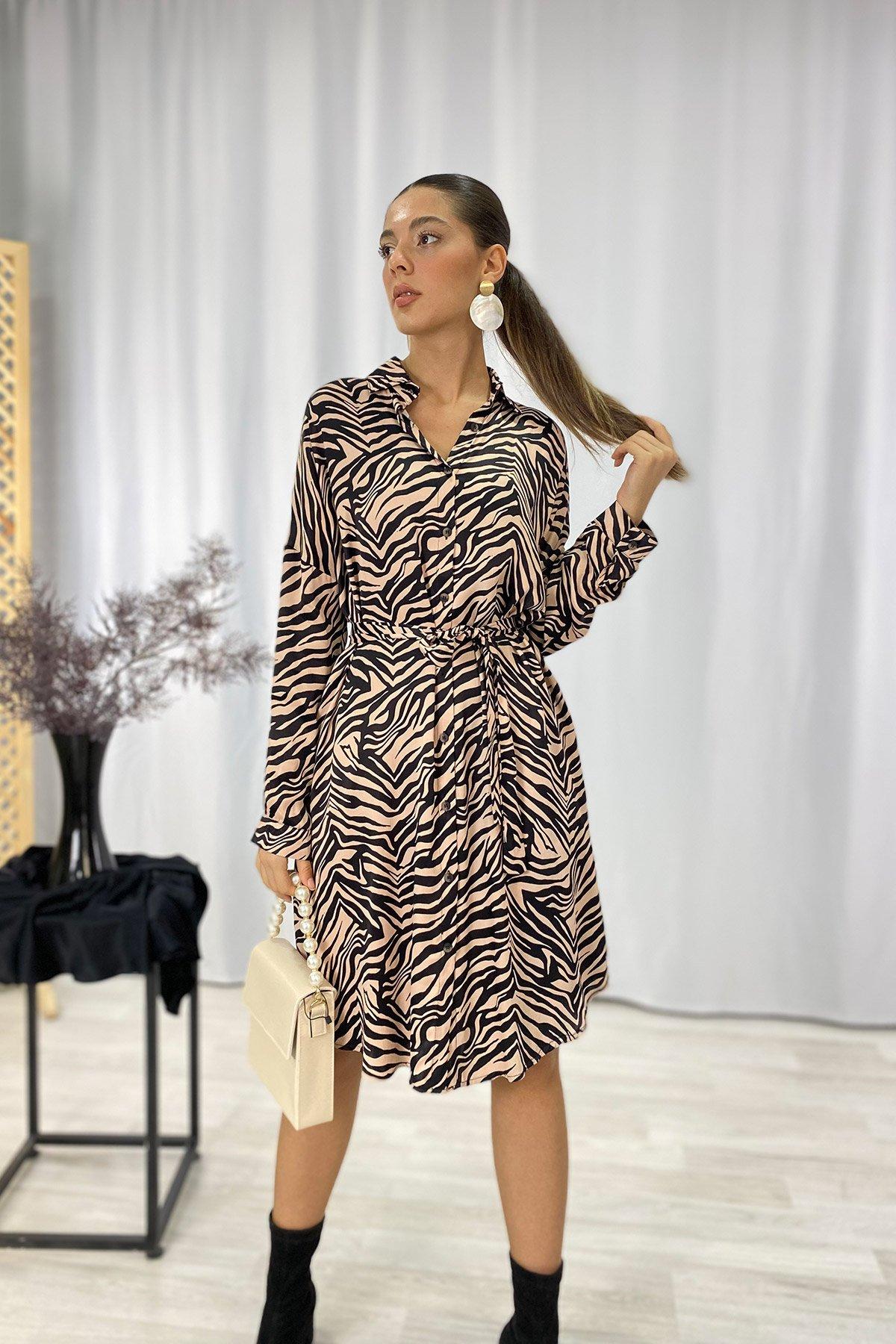 Kuşaklı Desenli Elbise
